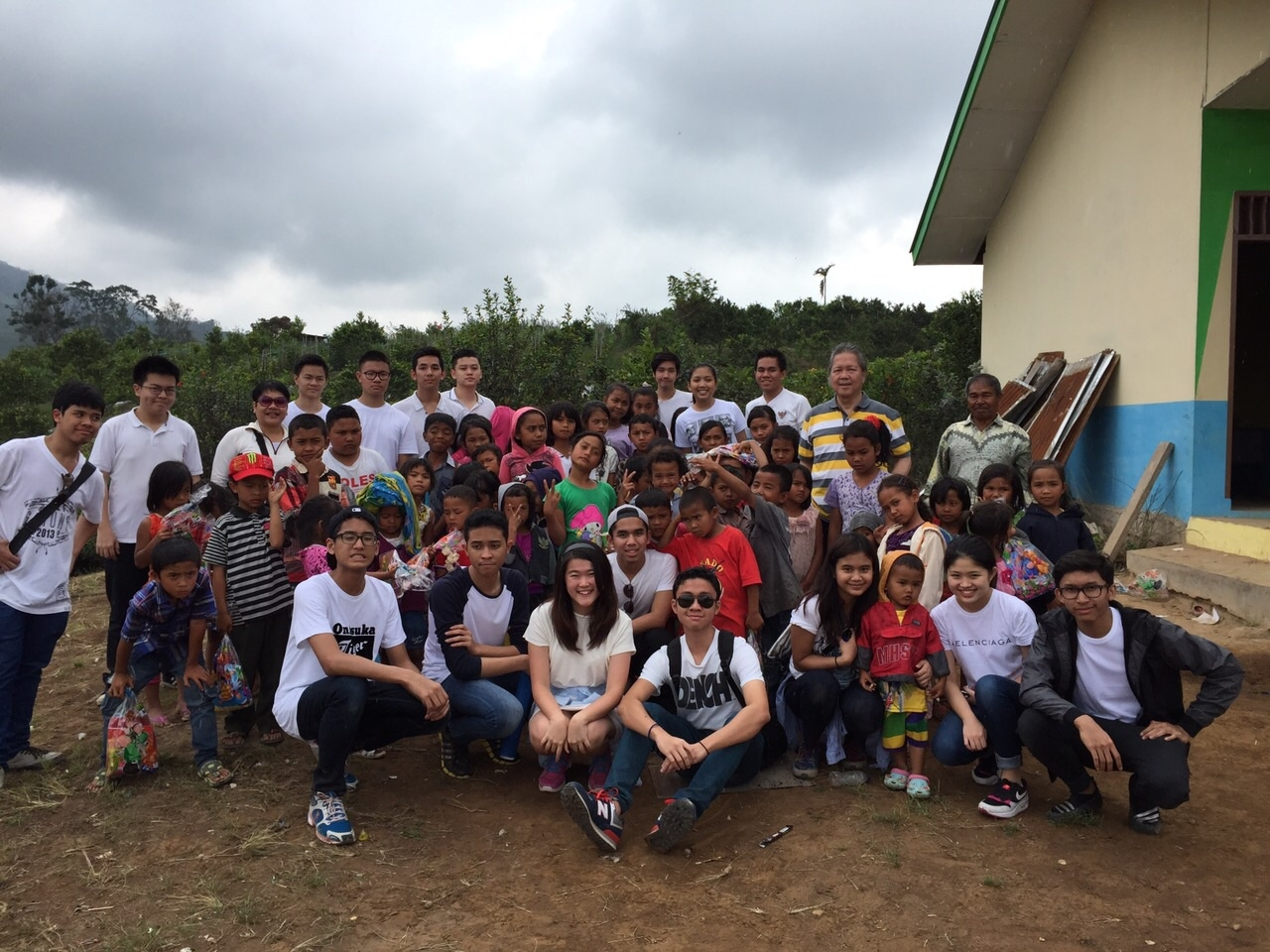 BINUS SCHOOL SIMPRUG HOLDS A CHARITY EVENT WITH PROUD READERS
